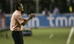 <p>O técnico Dunga comanda a seleção brasileira durante amistoso contra Portugal. REUTERS/Bruno Domingos (BRAZIL)</p>
