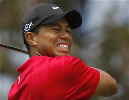 Tiger Woods reacts after his drive from the second tee during the fourth round of the U.S. Open golf championship at Torrey Pines in San Diego June 15, 2008. REUTERS/Matt Sullivan