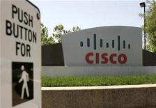 <p>Foto de archivo de la sede de la compañía Cisco Systems Inc en San Jose, EEUU, 6 mayo 2008. Las acciones de Cisco Systems Inc perdían un 6 por ciento el martes, después de que el fabricante de equipamiento de redes anunció que cerrará por cinco días sus operaciones en Estados Unidos y Canadá, como parte de su plan de recorte de costos por más de 1.000 millones de dólares. REUTERS/Robert Galbraith</p>