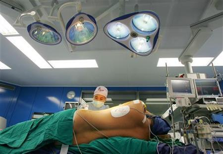 A U.S. heart patient is prepared for a two-hour surgery at Bangkok Heart Hospital in Bangkok December 19, 2005. REUTERS/Chaiwat Subprasom