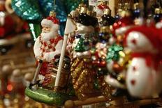 <p>Рождественские декорации в Берлине. Рождественские радости для банкиров Лондона исчезают в этом году так же быстро, как и рабочие места в Сити. REUTERS/Fabrizio Bensch</p>