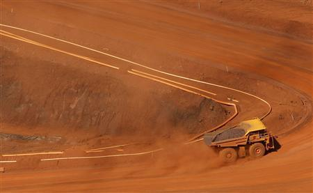 A tipper truck climbs out of an iron ore mine at Tom Price, about 1,300 km (800 miles) north of Perth, May 28, 2008. REUTERS/Tim Wimborne