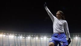 <p>Pantelic acena para torcida após vitória do Hertha Berlim por 2 x 1 sobre o Colônia, nesta sexta-feira. REUTERS/Fabrizio Bensch</p>