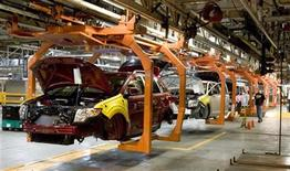 <p>The Ford Flex and Ford Edge share this assembly line at the company's Oakville Plant in this June 3, 2008 file photo. REUTERS/Fred Thornhill</p>