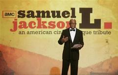 <p>Samuel L. Jackson speaks as he accepts his lifetime achievement award at the American Cinematheque tribute honoring him in Beverly Hills, California December 1, 2008. REUTERS/Fred Prouser</p>