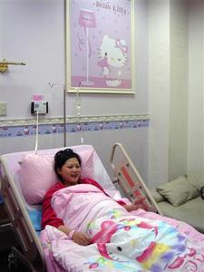 A patient rests inside a Hello Kitty themed maternity ward inside a hospital in Changhua County December 4, 2008. REUTERS/Christine Lu