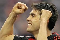 <p>Foto de Kaka,do Milan, comemorando após marcar contra Chievo Verona, pela Serie A do campeonato italiano. Kaká se diz feliz no Milan, mas considera Campeonato Inglês. REUTERS/Alessandro Garofalo</p>