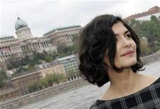 <p>French actress Audrey Tautou poses for photographers in Budapest, April 18, 2008. REUTERS/Karoly Arvai</p>