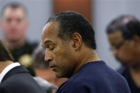 O.J. Simpson appears in court as his sentence is read at the Clark County Regional Justice Center in Las Vegas, Nevada, December 5, 2008. REUTERS/Ethan Miller/POOL