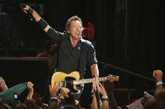 <p>Bruce Springsteen and the E Street Band perform at Veterans Park in celebration of the 105th anniversary of Harley-Davidson motorcycles in Milwaukee, Wisconsin August 30, 2008. REUTERS/Allen Fredrickson</p>