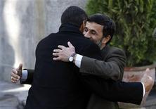<p>Iran's President Mahmoud Ahmadinejad (R) hugs his Ecuadorean counterpart Rafael Correa in Tehran Desember 6, 2008. REUTERS/Stringer</p>
