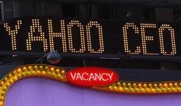 <p>Un annuncio delle dimissioni del CEO di Yahoo Jerry Yang in Times Square a New York. REUTERS/Brendan McDermid</p>