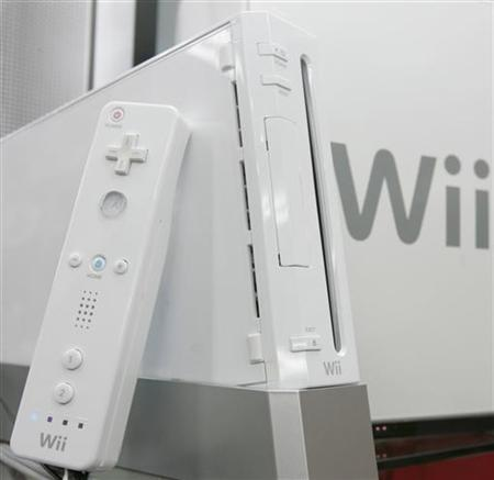 Nintendo Co's Wii game console is displayed at an electronic shop in Tokyo's Akihabara district January 24, 2008. REUTERS/Yuriko Nakao