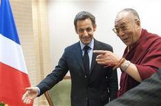 <p>Николя Саркози и Далай Лама во время встречи в Гданьске, 6 декабря 2008 года. Китай выразил серьезный протест, вызванный встречей президента Франции Николя Саркози и Далай Ламы, заявив, что она ухудшила двусторонние и европейско-китайские взаимоотношения. REUTERS/Eric Feferberg/Pool</p>