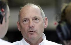 <p>A equipe McLaren acredita que suas receitas vão cair em mais de um terço como resultado da crise econômica global, afirmou o chefe da escuderia e co-proprietário Ron Dennis. REUTERS/Bazuki Muhammad (SINGAPORE) (Newscom TagID: rtrphotosthree724337) [Photo via Newscom]</p>