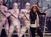 <p>Miley Cyrus performs at the 2008 American Music Awards in Los Angeles November 23, 2008. REUTERS/Mario Anzuoni</p>