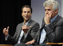 <p>NBC Entertainment Co-Chairman Ben Silverman (L) speaks next to talk show host Jay Leno during a news conference in the Universal City area of Los Angeles December 9, 2008. REUTERS/Gus Ruelas</p>