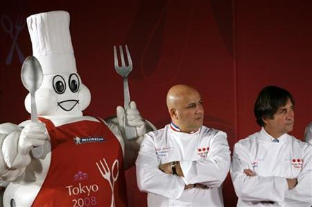 Three Michelin stars rated French chefs Frederic Anton of Pre Catelan (C) and Olivier Roellinger of Maison de Bricourt stand next to the Michelin mascot Bibendum, at a party for the publication of ''Michelin Guide Tokyo 2008'' in Tokyo November 19, 2007. REUTERS/Kiyoshi Ota
