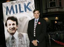 """<p>El director Gus Van Sant en el estreno de su filme """"Milk"""" en San Francisco 28 oct 2008. La película """"Milk"""", sobre el activista homosexual asesinado Harvey Milk, fue nombrado el miércoles como la mejor película del 2008 por el círculo de críticos de Nueva York, el tercer premio más importante de la temporada de los Oscar. REUTERS/Robert Galbraith</p>"""