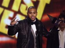 <p>Chris Brown wins for artist of the year at the 2008 American Music Awards in Los Angeles in this November 23, 2008 file photo. REUTERS/Mario Anzuoni</p>