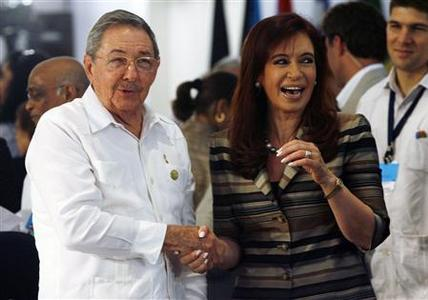 Argentina's President Cristina Fernandez de Kirchner speaks with Cuba's President Raul Castro (L) during the opening session of a summit of leaders from Latin American and Caribbean nations, in the Costa do Sauipe resort, December 16, 2008. REUTERS/Jamil Bittar