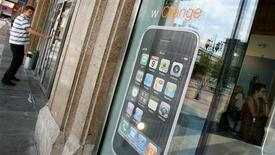 <p>L'exclusivité de la commercialisation en France de l'iPhone d'Apple par Orange a été suspendue par le conseil de la concurrence à titre conservatoire. /Photo prise le 22 août 2008/REUTERS/Kacper Pempel</p>
