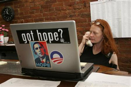 Jennifer Lockhart makes a call at the Obama campaign office on Market Street during the U.S. Presidential primary day in Louisville, Kentucky, May 20, 2008. REUTERS/Frankie Steele