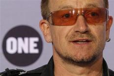 <p>Vocalista do U2, Bono, durante coletiva em Paris, junho de 2008.U2 lança novo disco em março. REUTERS/Benoit Tessier</p>