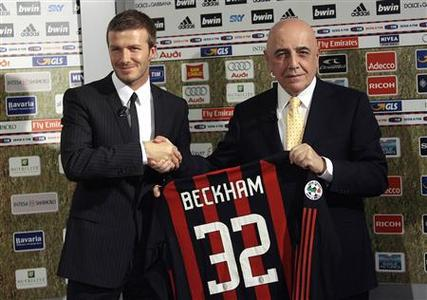 David Beckham (L) shakes hands with AC Milan's vice president Adriano Galliani during his presentation in San Siro stadium in Milan, December 20, 2008. REUTERS/Alessandro Garofalo