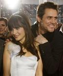 """<p>Jim Carrey e Zooey Deschanel na estréia do filme """"Yes Man"""", líder de bilheteria nos EUA neste fim de semana REUTERS/Mario Anzuoni (UNITED STATES)</p>"""
