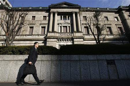 A businessman passes the Bank of Japan (BOJ) building in Tokyo December 19, 2008. REUTERS/Yuriko Nakao
