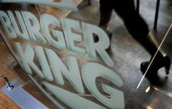"""<p>Présenté comme """"un parfum de séduction avec une note de viande grillée"""", le déodorant créé par Burger King, deuxième enseigne de restauration rapide au monde, a rencontré un tel succès qu'en quelques jours, il est devenu introuvable à New York. /Photo d'archives/REUTERS/Pichi Chuang</p>"""