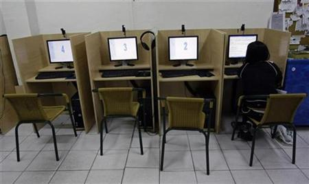 A woman browses web at an Internet cafe in Madrid May 23, 2008. The kind of ratings used for films could be applied to Web sites in a bid to better police the Internet and protect children from harmful and offensive material, Britain's minister for culture has said. REUTERS/Andrea Comas