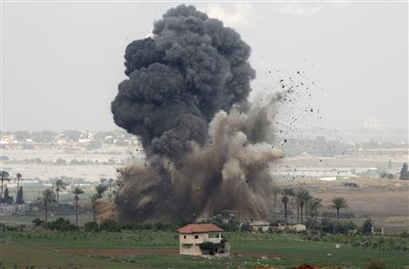 An explosion is seen after an Israeli air strike in the northern Gaza Strip December 29, 2008. REUTERS/Baz Ratner