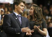 <p>Foto de archivo de Levi Johnston junto a Bristol Palin durante la convención nacional republiocana en Minesota, EEUU, 3 sep 2008. Bristol, hija adolescente de la Gobernadora de Alaska Sarah Palin, dio a luz a un niño, según informó la revista People el lunes. REUTERS/Damir Sagolj</p>