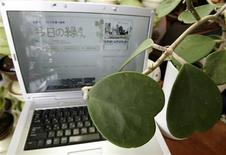 <p>Un computer con una pagina di un blog REUTERS/Yuriko Nakao</p>