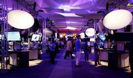<p>Visitatori a una esposizione di videogame. REUTERS/Fred Prouser (UNITED STATES)</p>