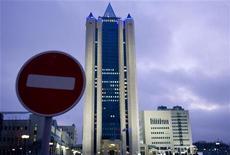"""<p>Штаб-квартира Газпрома в Москве. Фотография сделана 3 января 2009 года. Объем поставок российского газа в Европу сократился в субботу после того, как Газпром и российский Нафтогаз не смогли договориться о цене на """"голубое топливо"""" на 2009 год, в результате чего Россия прекратила поставки газа на Украину и обвинила Киев в воровстве транзитного газа. REUTERS/Sergei Karpukhin</p>"""