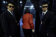 <p>A visitor walks past Chinese security guards as she walks into a hall for the Top Essence luxury goods show in Beijing, in this November 22, 2008 file photo. China's office workers are tightening their belt, cutting back spending on everything from clothes to fast food, despite efforts by the government to boost domestic consumption to stave off the worst effects of the global recession. Picture taken November 22, 2008. REUTERS/Jason Lee/Files</p>
