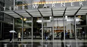 <p>Le géant américain des médias Time Warner s'attend à enregistrer une charge d'environ 25 milliards de dollars liée à des dépréciations d'actifs, qui va conduire à une perte au quatrième trimestre. /Photo d'archives/REUTERS/Nicholas Roberts</p>