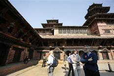 <p>Tourists sightsee in Durbar Square at Patan, in Kathmandu, January 8, 2009. REUTERS/Shruti Shrestha</p>