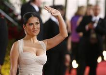 <p>Actress Salma Hayek arrives at the 66th annual Golden Globe awards in Beverly Hills, California January 11, 2009. REUTERS/Lucas Jackson</p>