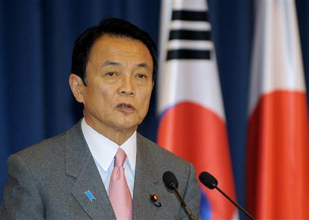 Japan's Prime Minister Taro Aso speaks at a joint news conference with South Korea's President Lee Myung-bak (not pictured) at the presidential Blue House in Seoul January 12, 2009. REUTERS/Jung Yeon-Je/Pool