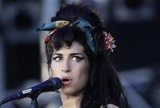 """<p>Foto de archivo de la cantante Amy Winehouse durante el festival """"Rock in Río"""" en España, 4 jul 2008. El marido de la cantante británica de pop Amy Winehouse quiere el divorcio, dijo el lunes un abogado en nombre de Blake Fielder-Civil. REUTERS/Juan Medina</p>"""