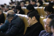 <p>Delegati di una conferenza politica a Shanghai dormono durante una cerimonia inaugurale. REUTERS/Aly Song</p>