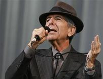 <p>Canadian singer-songwriter Leonard Cohen performs at the Glastonbury Festival 2008 in Somerset, southwest England, June 29, 2008. REUTERS/Luke MacGregor</p>