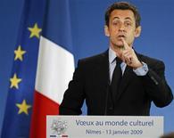 <p>El presidente francés, Nicolas Sarkozy, habla durante la ceremonia de agradecimiento de año nuevo para los agentes culturales en Nimes, Francia, 13 ene 2009. Sarkozy anunció el martes su deseo de crear un museo de historia francesa, siguiendo los pasos de sus predecesores, quienes dejaron su huella en el panorama cultural del país. REUTERS/Jean-Paul Pelissier</p>