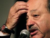 <p>El mexicano Carlos Slim en una conferencia en Punta del Este, Uruguay, 25 nov 2008. El magnate mexicano Carlos Slim, el segundo hombre más rico del mundo, recuperó el miércoles una dirección en internet con su nombre, que un hombre de Indonesia trató de venderle por 55 millones de dólares y amenazó con vincular a un sitio pornográfico. REUTERS/Andres Stapff (URUGUAY)</p>