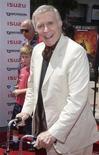 """<p>Foto de archivo del actor Ricardo Montalbán durante el estreno de la cinta """"Spy Kids 2: The Island of Lost Dreams"""" en Hollywood, 28 jul 2002. Montalbán, conocido como el misterioso señor Roarke en la popular serie de televisión """"Fantasy Island"""" (La isla de la fantasía), murió el miércoles a los 88 años, informó un funcionario de la ciudad de Los Angeles. REUTERS/Jim Ruymen JR</p>"""