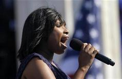 <p>Singer Jennifer Hudson sings the national anthem on the final day of the 2008 Democratic National Convention in Denver, Colorado, August 28, 2008. REUTERS/Eric Thayer</p>